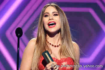 """So umwerfend nahm Sofía Vergara ihren letzten """"People's Choice Award"""" für """"Modern Family"""" entgegen - Yahoo Nachrichten Deutschland"""