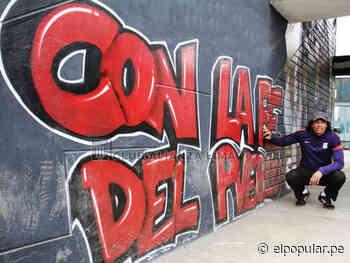 Francisco Pizarro recibe el cariño de la hinchada de Alianza Lima - El Popular