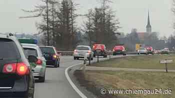 Altenmarkt an der Alz: Polizei begleitet Autokorso der IG Metall Rosenheim nach Traunreut - chiemgau24.de