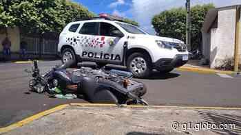 Motociclista morre após bater em carro em Osvaldo Cruz - G1