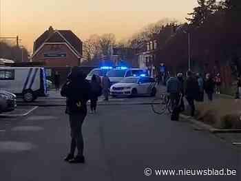 """Politie rukt massaal uit voor reiziger """"met bommen"""", maar paniek blijkt nergens voor nodig"""