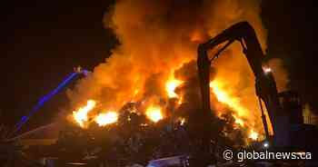 Large industrial fire breaks out on property in Whitchurch-Stouffville - Globalnews.ca