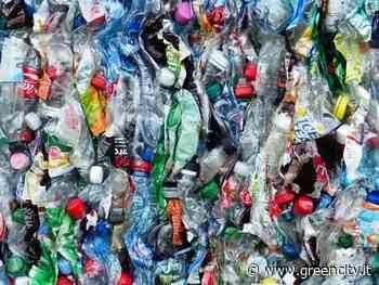 Le bottiglie raccolte e riciclate serviranno a produrne di nuove, in vista dell'obiettivo europeo fissato... - GreenCity