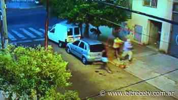Robo a un jubilado en Lomas del Mirador: las cámaras de seguridad grabaron toda la escena - El Trece