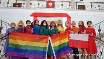 Oppositionelle Regenbogen-Choreo gegen Andrzej Duda - Mannschaft Magazin