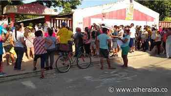 Aglomeraciones en Polonuevo por entrega de mercados - EL HERALDO