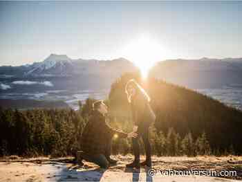 Photographer captures mountaintop marriage proposal
