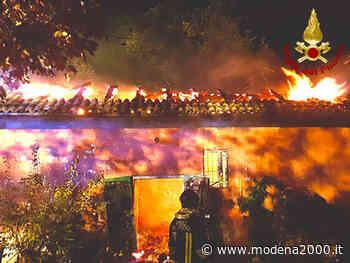 Incendio di un deposito di legna nella notte a Monteveglio - Modena 2000