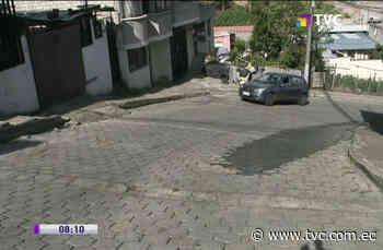 Vecinos piden reparación de fuga de agua en Hierba Buena 2 - tvc.com.ec