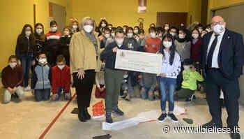 Biella, consegnato l'assegno di 400 euro alla scuola Primaria Borgonuovo - ilbiellese.it