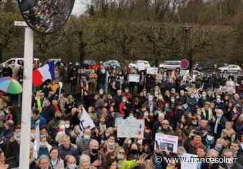 Christian Perronne : la ferveur combative des manifestants, venus nombreux à Garches - France Soir