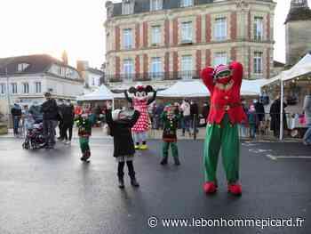 Mouy. Le Père Noël et Minnie sur le marché - Le Bonhomme Picard