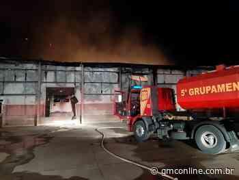 Incêndio destrói barracão de granja da região de Astorga - GMC Online