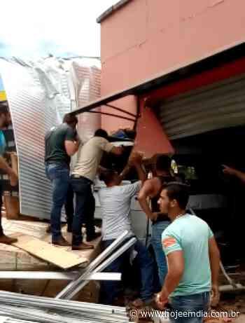 De novo: caminhão desgovernado invade loja de roupas íntimas em Juruaia, no Sul de Minas - Hoje em Dia