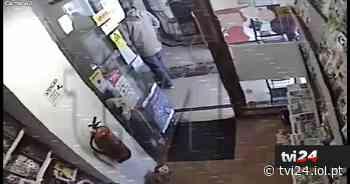 Vídeo mostra momento em que papelaria foi assaltada em Linda-a-Velha - Diário IOL