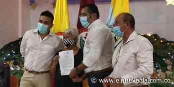 Primeras familias en Cunday recibieron los títulos sobre predios que estaban como ejidos - El Nuevo Dia (Colombia)