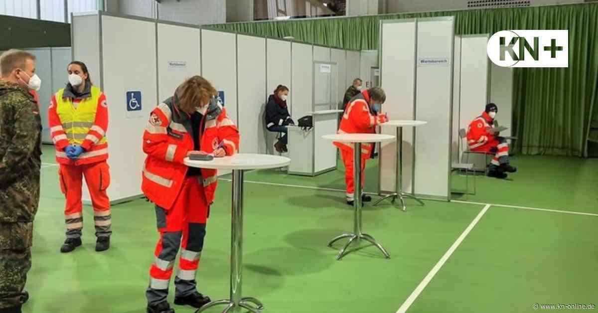 Beim Probelauf im Impfzentrum Wahlstedt wurden auch Notfälle durchgespielt - Kieler Nachrichten