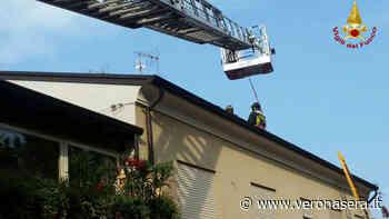 San Giovanni Lupatoto, nella notte s'incendia il tetto di una casa - VeronaSera