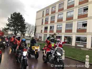 La Mère Noël en visite à moto à l'Ehpad de Corbie - Courrier Picard