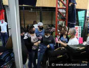 Textileros de Pelileo se asentaron en Durán, donde esperan a sus clientes con variada oferta - El Universo