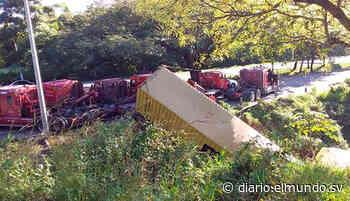 Tráfico paralizado en carretera a Comalapa por rastra volcada en Olocuilta - Diario El Mundo