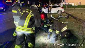 Incidente a Roveredo in Piano: perde il controllo dell'auto e abbatte un palo - Nordest24.it
