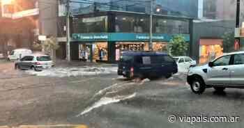"""Fuerte tormenta deja un verdadero """"río"""" en las calles de Carlos Paz - Vía País"""