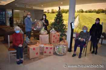 Bewoners zorginstelling maken en geven cadeautjes aan bewone... (Kortemark) - Het Nieuwsblad