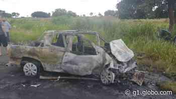 Duas pessoas morrem após batida entre veículos na MG-426 em Iturama - G1
