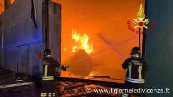 Foto: Incendio ditta rifiuti Montebello Vicentino   G. di Vicenza - Il Giornale di Vicenza