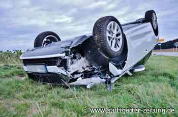 Schwerer Unfall bei Affalterbach: Autofahrer prallt gegen Betonpoller und überschlägt sich - Stuttgarter Zeitung