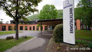 Ermstalklinik Bad Urach : Aufnahmestopp nach weiteren Corona-Infektionen - SWP