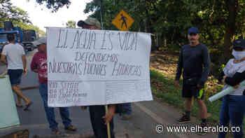 En San Roque bloquearon la vía a Curumaní, Cesar - EL HERALDO