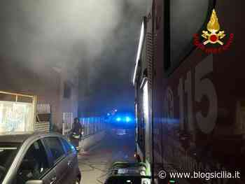 Incendio in un deposito di cartone, ore di paura in via Altofonte a Palermo (FOTO) (VIDEO) - BlogSicilia.it