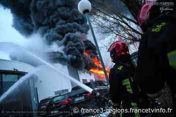 Yvelines : un incendie ravage en partie une concession automobiles à Chambourcy - France 3 Régions