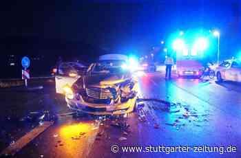 Aidlingen: Drei Verletzte nach Frontalkollision - Landkreis Böblingen - Stuttgarter Zeitung