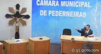 Após posse de vereadores eleitos em Pederneiras, crucifixo alvo de polêmica é recolocado no Plenário - G1