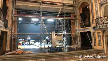Theater Putbus: Zum Geburtstag einen Feuerschutz-Vorhang | NDR.de - Kultur - NDR.de