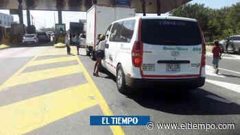 Niños arriesgan vida en vía Barranquilla-Santa Marta para pedir dinero - El Tiempo