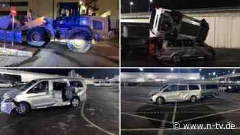 Mit Bagger auf Fabrik-Parkplatz: Mann zertrümmert Dutzende neue Mercedes