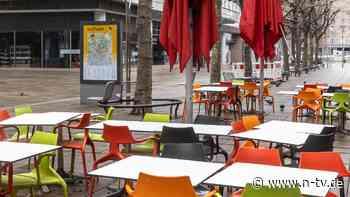 Erzürnt über neue Corona-Regeln: Handel und Gastronomie wollen mehr Geld