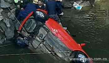 Rescataron sin vida a dos niñas que cayeron en un vehículo al río Fonce, en San Gil - W Radio