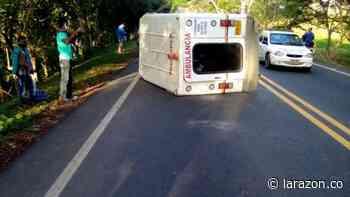 Accidente entre bus y ambulancia ocasiona cierre de vía hacia Arboletes - LA RAZÓN.CO