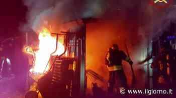 Rovellasca, incendio danneggia attrezzature depositate vicino a un capannone - IL GIORNO