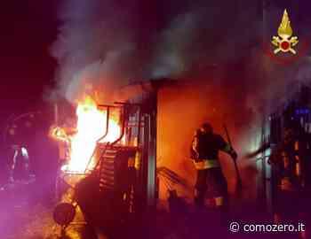 Capanno in fiamme a Rovellasca, imponente intervento dei Vigili del Fuoco. Nessun ferito - ComoZero