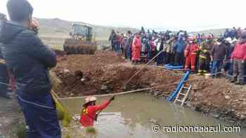 Macusani: Camioneta cayó a un pozo de aguas residuales. Tres personas fallecieron - Radio Onda Azul