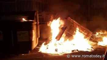 Incendi al Trullo, dati alle fiamme 10 cassonetti Ama: caccia ai piromani