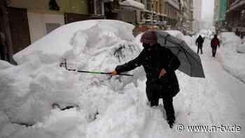 Mindestens vier Tote: Schneemassen stürzen Spanien ins Chaos