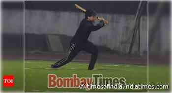 Excl! Tiger spotted playing cricket in Bandra