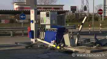 Pradamano, divelte le colonnine di pagamento in un distributore di benzina - TGR Friuli Venezia Giulia - TGR – Rai
